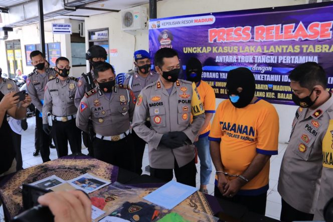 Polisi Tahan Sopir dan Kernet Truk Pertamina Yang Viral Tabrak Orang di Madiun