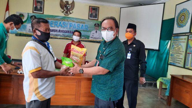 Bantu Masyarakat Terdampak Pandemi Covid-19, Disperindag Kabupaten Madiun Gelar Pasar Murah