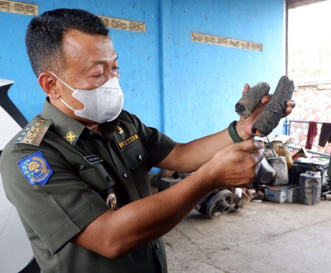 Pengolahan sampah tak terurai jadi briket. (Foto : Raden Lintas7.net)